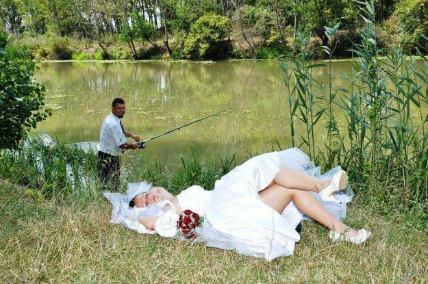 пришли муж с женой на рыбалку