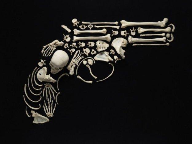 Предметы искусства из настоящих человеческих костей
