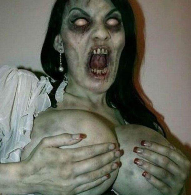 Сексуальная девушка зомби