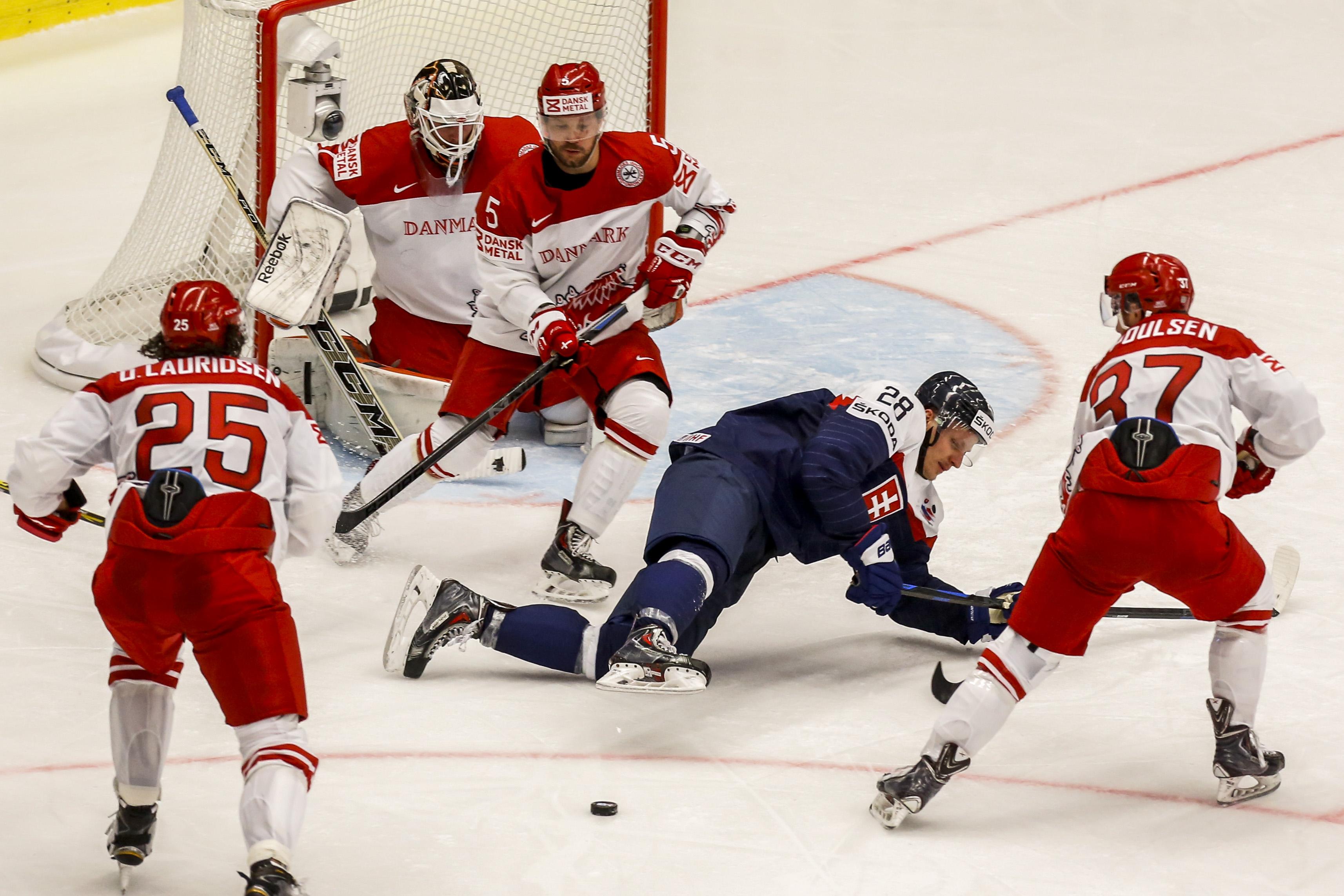 Шайбы не считаем: сборная России идет без поражений на чемпионате мира