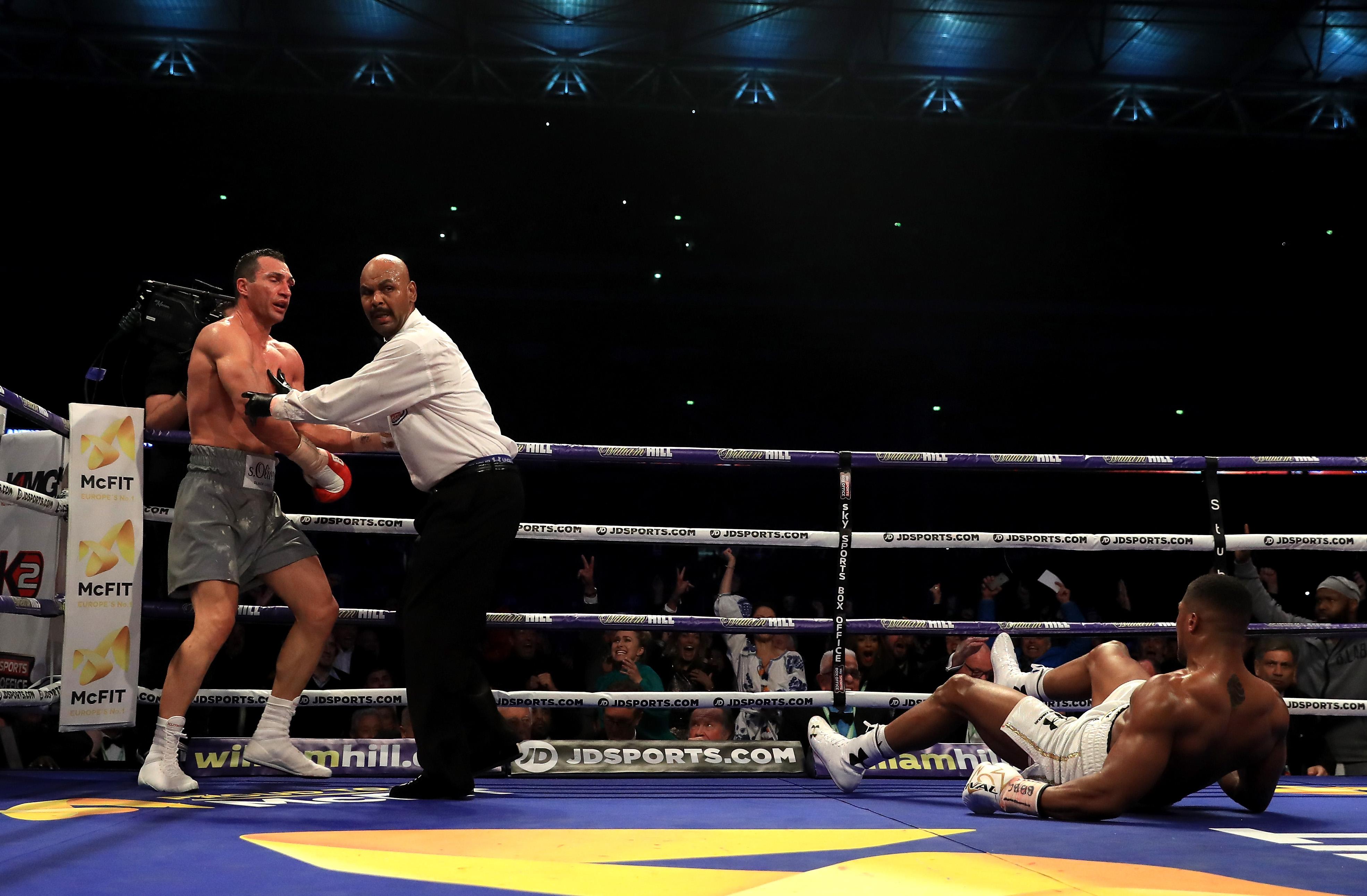 Британский боксер Энтони Джошуа нокаутировал Владимира Кличко