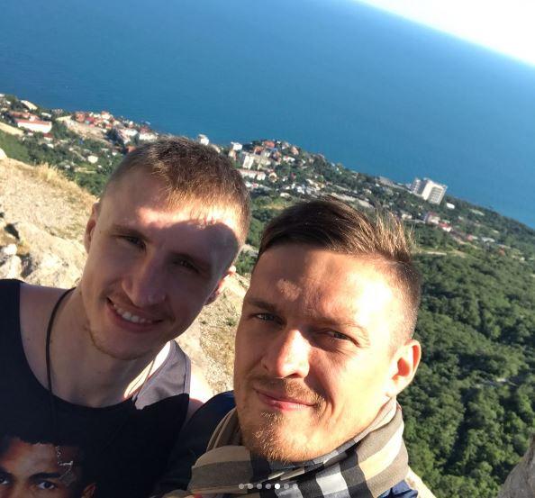 Усик отправился наотдых вродной Крым