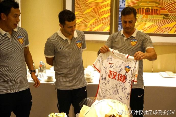 Китайский клуб трогательно проводил Мораеса в«Динамо»