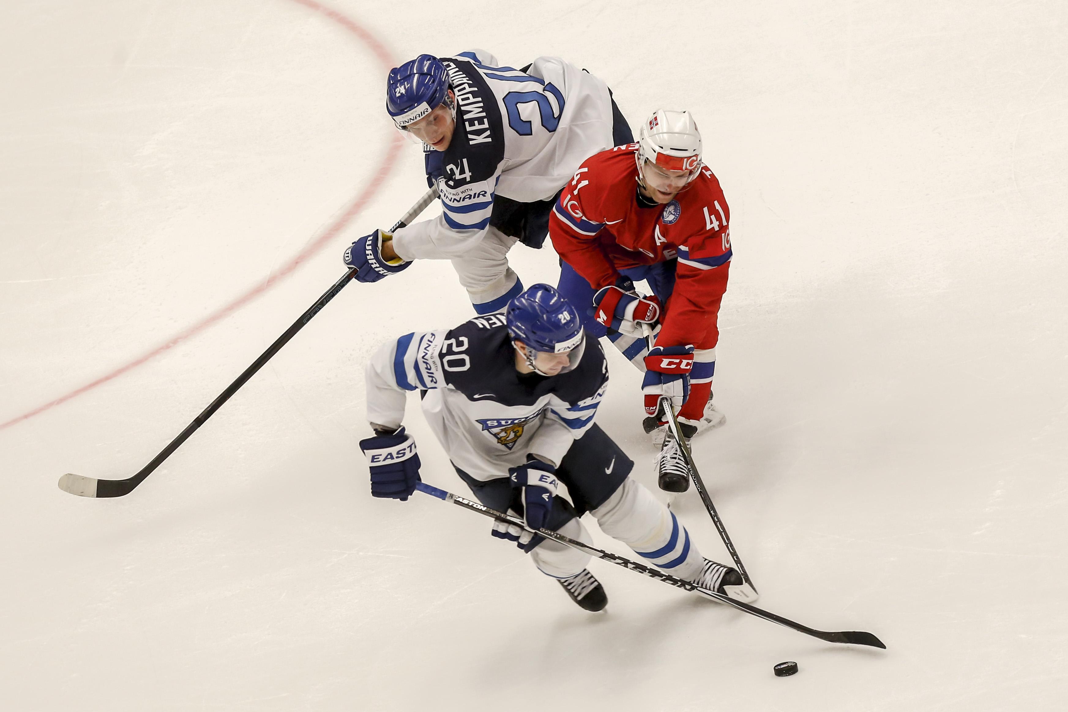 Канадцы потерпели сенсационное поражение наЧМ похоккею