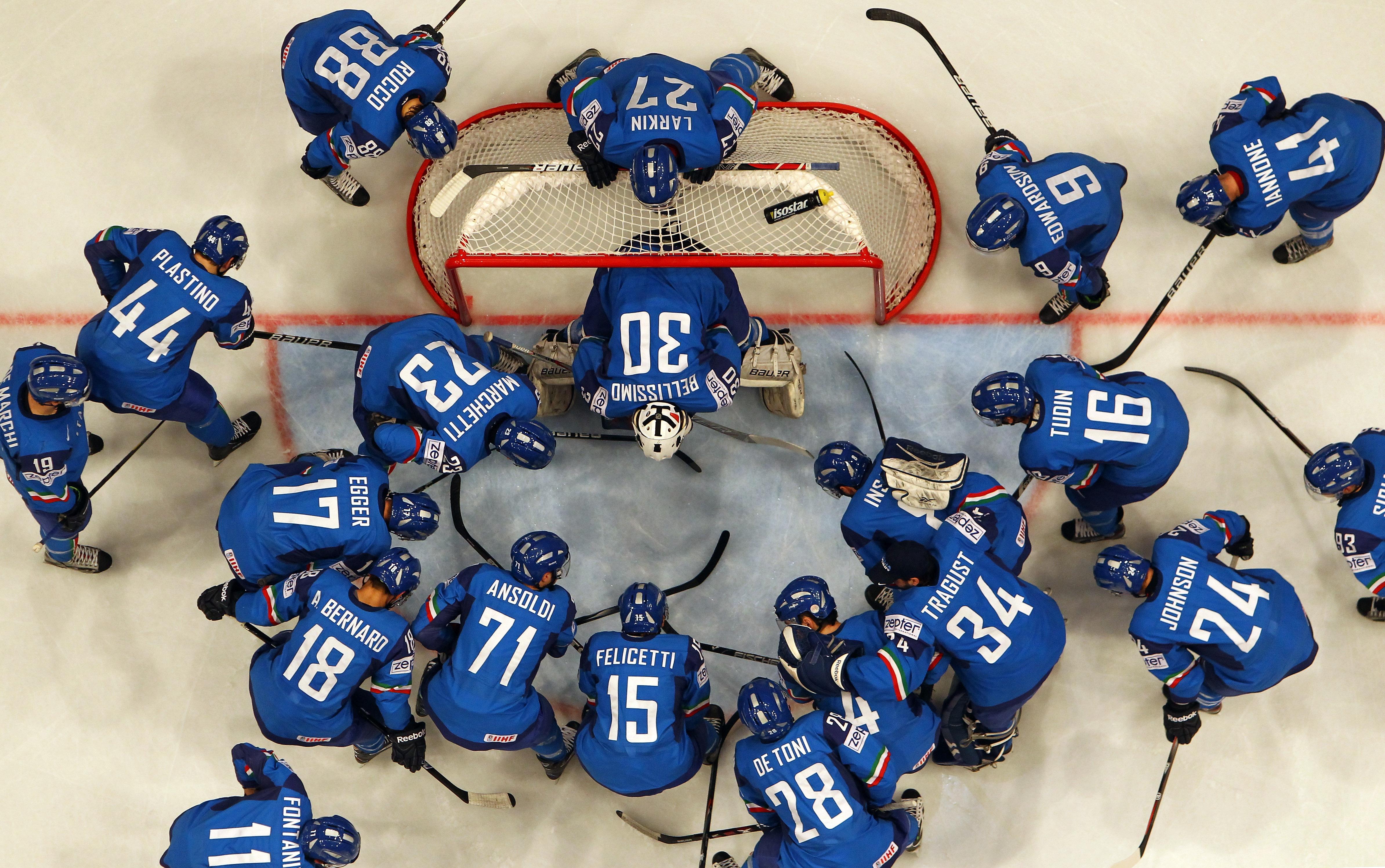 Русские хоккеисты забросили 10 шайб впобедном матчеЧМ ситальянцами