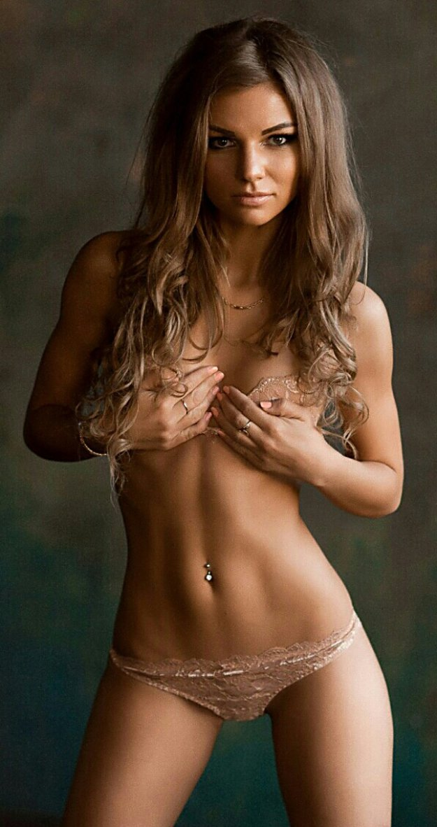 naked lil abs girl