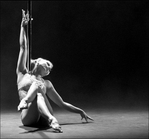 танец на шесте голая фото