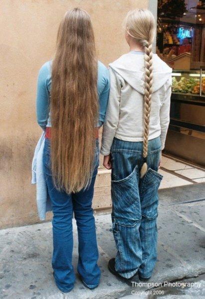 С длинными волосами девочки