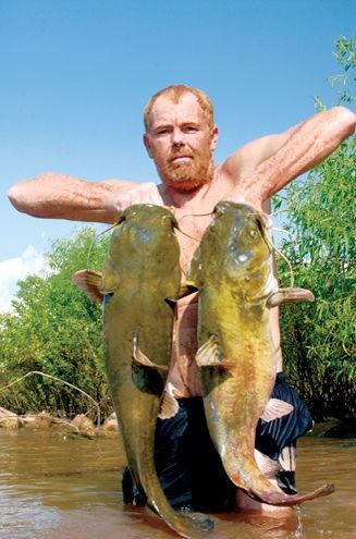 ловля рыбы на руку видео