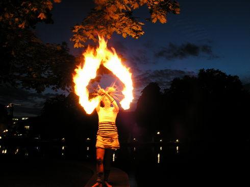 огненная девушка фото