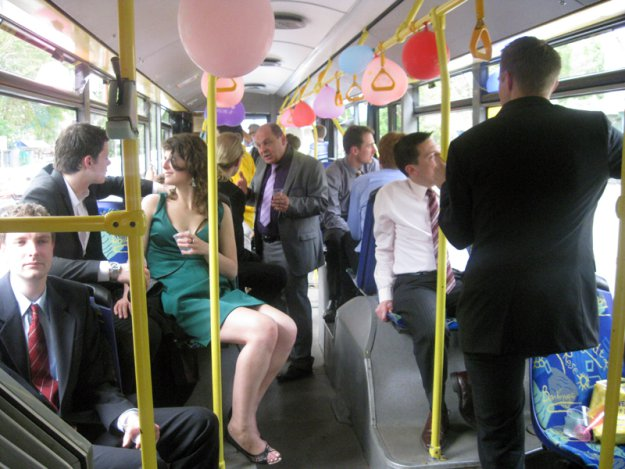 видео фото девушек в мини в троллейбусе