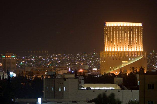 Ночь улицы города мира