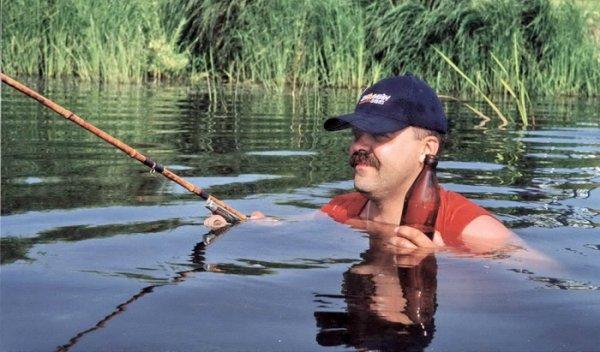 как ловить рыбу стоя в воде