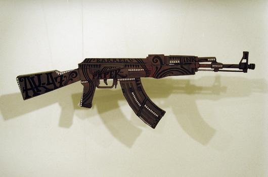 Выставка бумажного оружия в