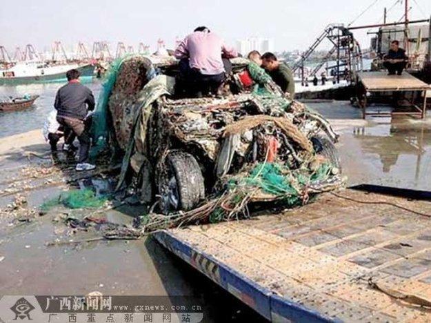 в 1987 году рыбаки на судне вытаскивали