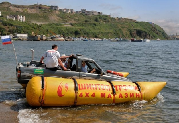 Как сделать из машины лодку