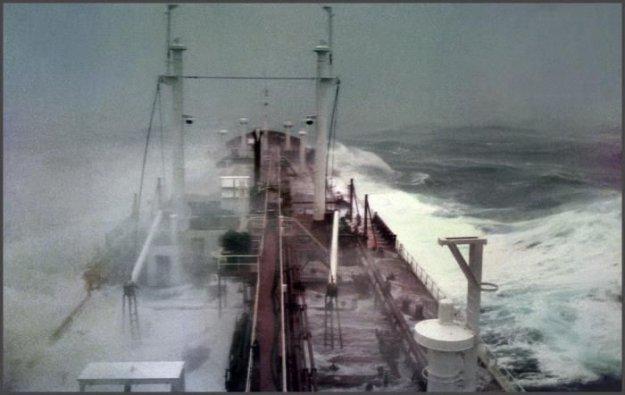 что происходит с подводной лодкой во время шторма