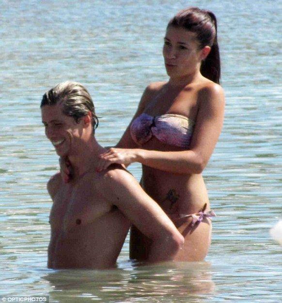 Торрес фото с его девушкой