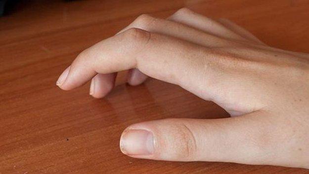 Фото ногтями по столу
