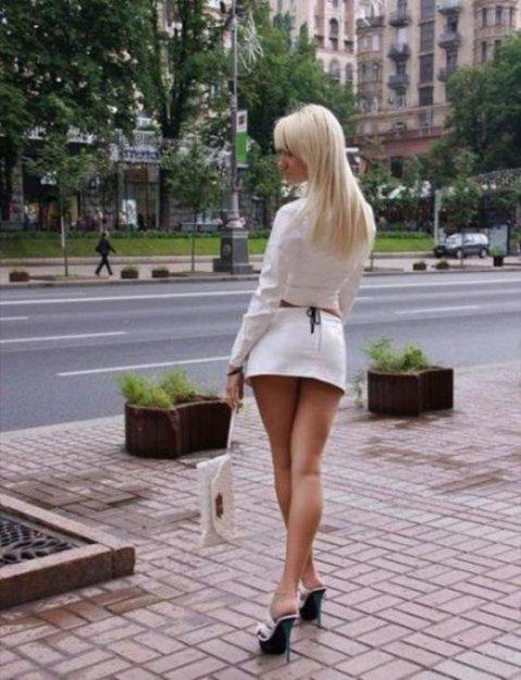 Порно видео сексуальная девушка на улице