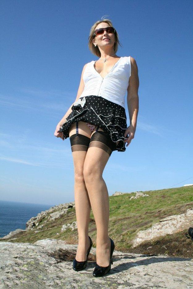 юбка ветер девочка эротика онлайн