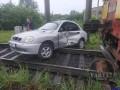Во Львове поезд протаранил автомобиль