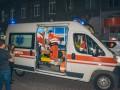 В Киеве на Крещатике несовершеннолетняя резала вены бутылкой