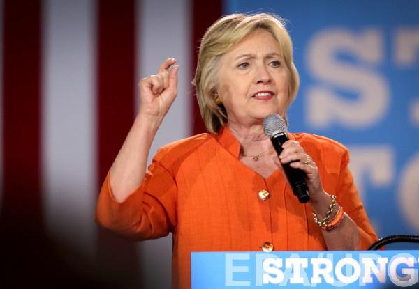 Хиллари Клинтон стало плохо во время траурной церемонии