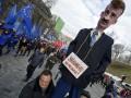 Людмила Янукович в Ашане, уволенный Попов и весна в Крыму - лучшие фото недели