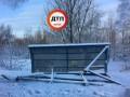 В Киеве упала автобусная остановка
