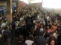 В киевском метро останавливали поезда из-за падения человека на рельсы