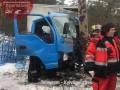 В Киеве грузовик врезался в столб