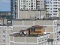 Домик на крыше киевской многоэтажки хотят снести