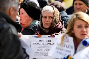 """""""Мои дети – валютные рабы"""". Фото финансового Майдана"""