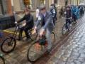 Во Львове устроили ретрозаезд на велосипедах