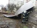 Из-за сильного ветра в Украине погибли два человека, еще трое пострадали