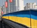 Мост на Осокорках покрасили в цвета украинского флага (фото)