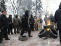 Под Радой митингующие подожгли шины, произошли столкновения