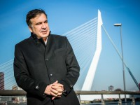Украине грозит развал из-за олигархов - Саакашвили