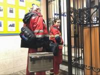 В Киеве женщина расцарапала лицо копу, защищая сына