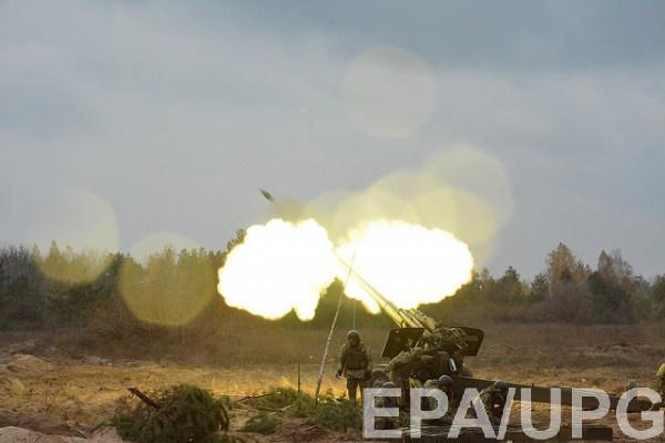 Бойцы ВСУ открывают ответный огонь