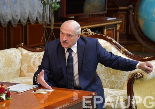 Лукашенко говорит, что во Франции тоже протестуют, а Макрон не уходит, но забывает, что претензий к честности и прозрачности выборов Макрона нет