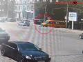 Не заметил: Появилось видео, как в Днепре маршрутчик переехал женщину – 18+