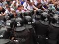 Драка у стен Киевсовета: на спеназовцах рвали одежду  (ФОТО)