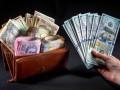 Доллар в обменниках незначительно подешевел