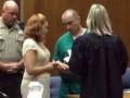 В США судья женила убийцу сразу после того, как осудила его на 53 года