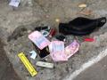 В Киеве, угрожая ножом, грабитель заставил мужчину снять деньги с банкомата