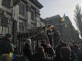 Посольство РФ в Киеве забросали яйцами