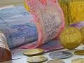 Официальный доллар достиг 18 грн: НБУ рекордно снижает курс гривны