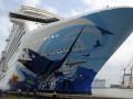 Порыв ветра опасно накренил круизный лайнер на Багамах, есть пострадавшие